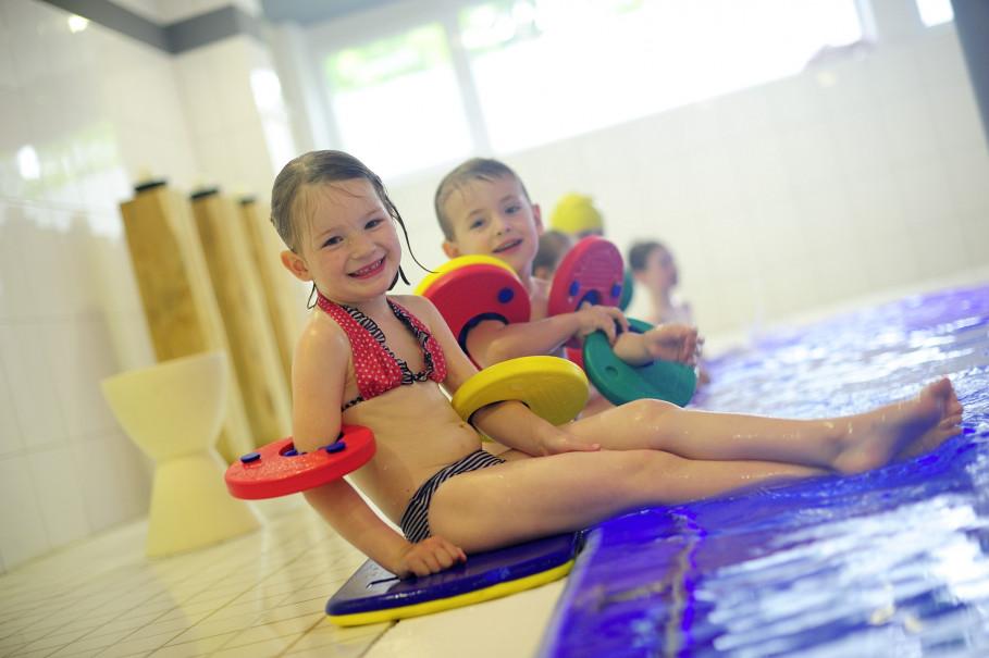 Kindern macht der Schwimmunterricht im aqua vitalis großen Spaß.