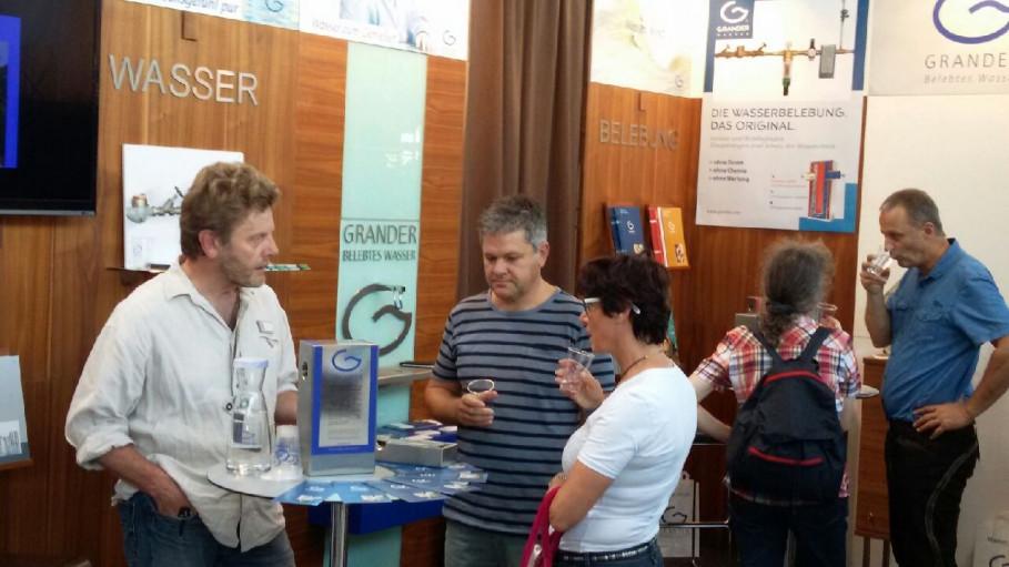 Peter Schneider und seine GRANDER®-Fachberaterkollegen informierten über die Einsatzmöglichkeiten und Vorteile der GRANDER®-Wasserbelebung